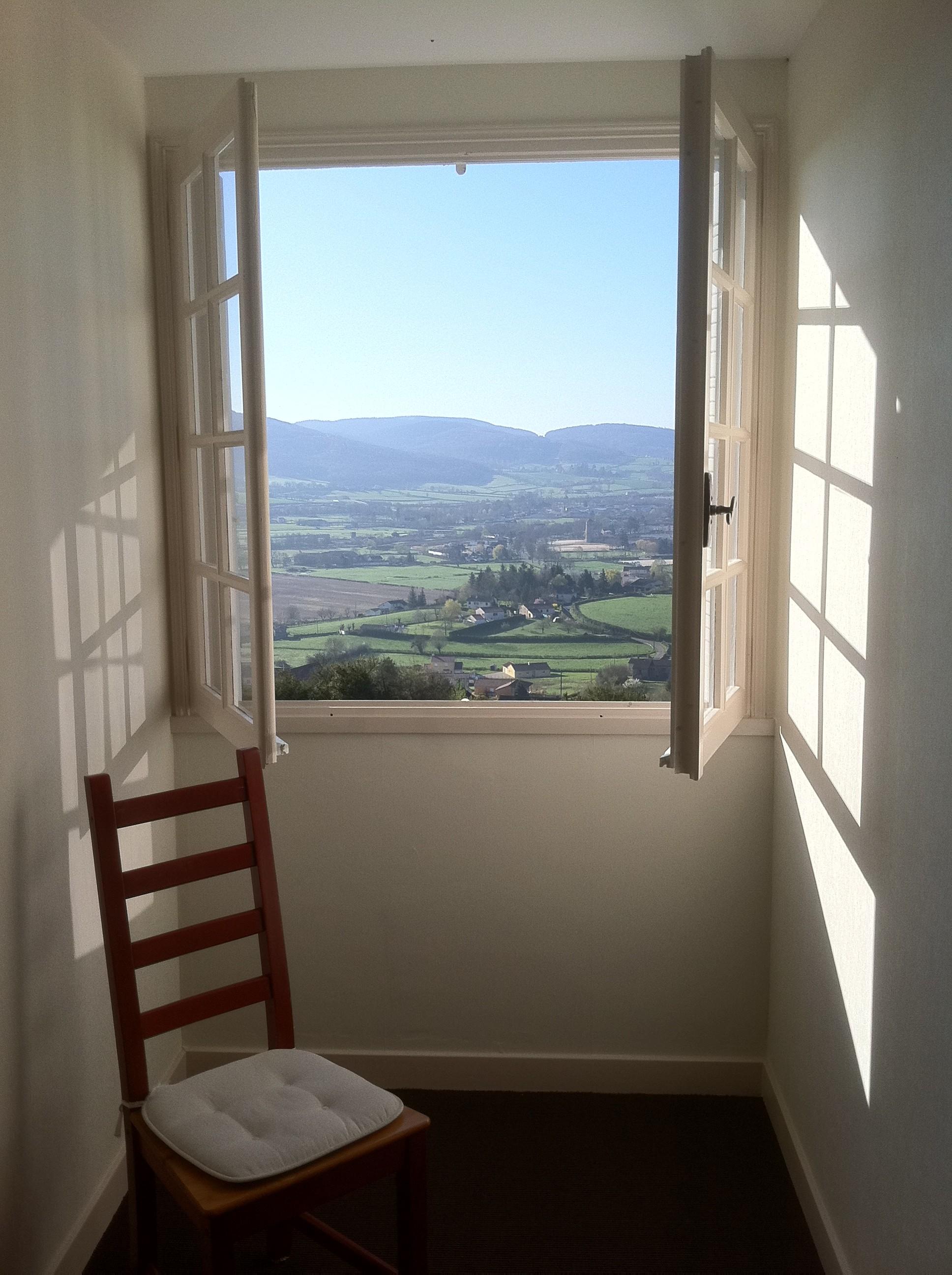 fen tre ouverte sur la vall e fe. Black Bedroom Furniture Sets. Home Design Ideas